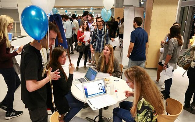 IDC speed-dates students with startups (Courtesy: Adi Cohen Zedek)