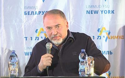 Defense Minister Avigdor Libermans speaks at Limmud FSU in Eilat, December 15, 2016 (Courtesy)