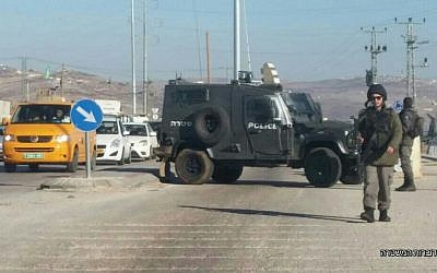 Security forces at the Tapuah Junction in the West Bank after a Palestinian attacker was shot dead as he tried to stab border policemen, December 8, 2016. (Police spokesperson)