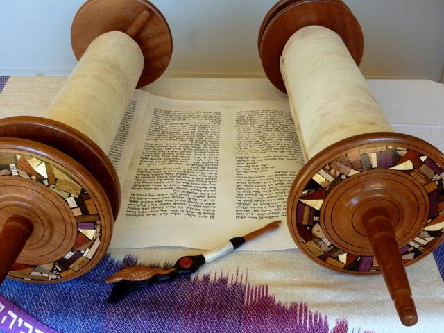 The open Torah, with yad carved by Laurel Robinson and bima cloth designed and woven by Lois Gaylord. (Courtesy Wendy Graff)