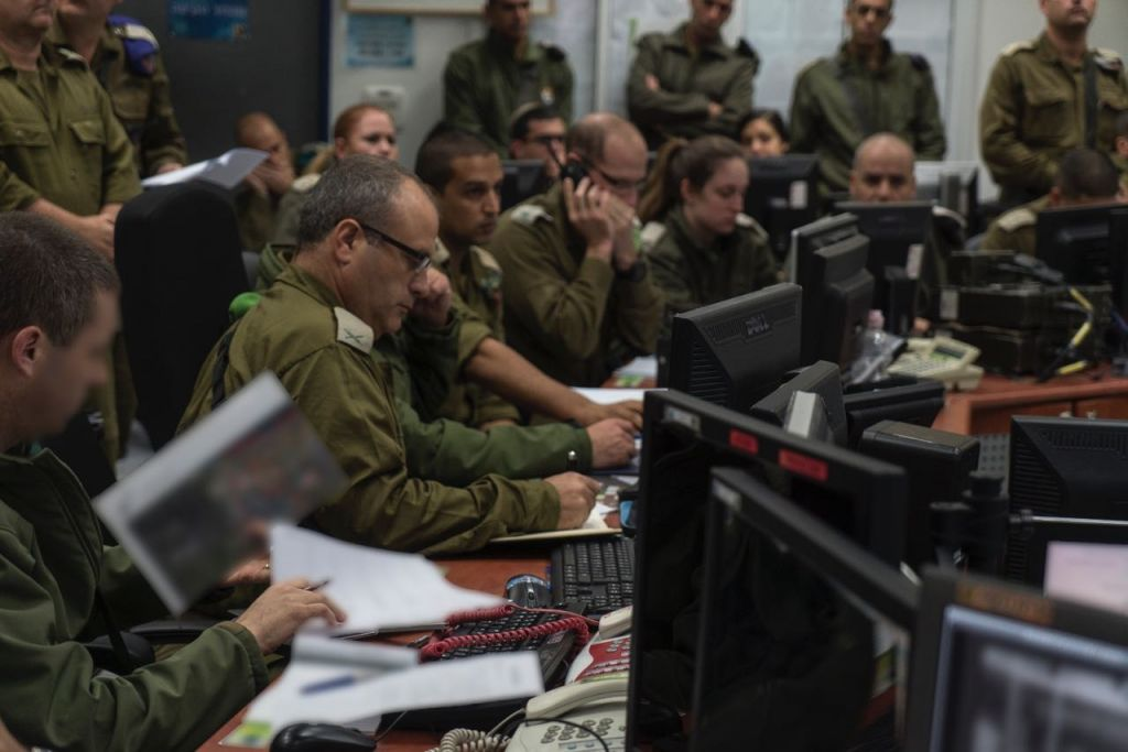 Head of the Gaza Division Brig. Gen. Yehuda Fox, center, monitors a large-scale training exercise near the Gaza Strip on December 6, 2016. (IDF Spokesperson's Unit)