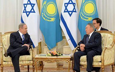 PM Netanyahu and Kazakhstan's President Nursultan Nazarbayev in Astana, December 14, 2016 (Haim Zach/GPO)