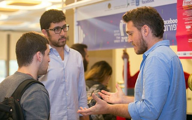 Fresh.fund co-founder Zaki Djemal, right, talking to students (Courtesy: Keren Rosenberg)
