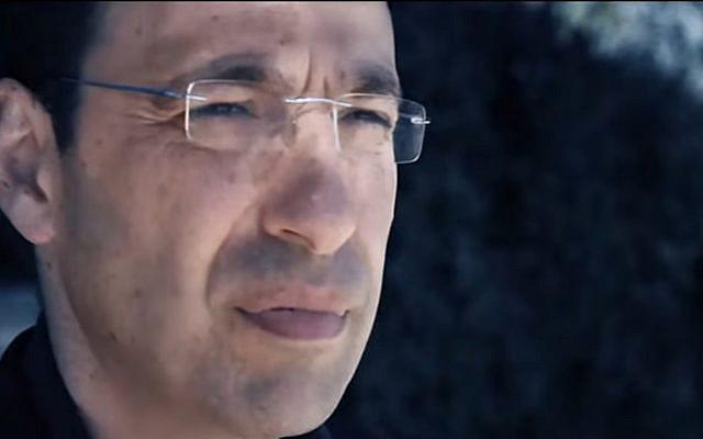 Channel 10 investigative reporter Raviv Drucker (YouTube screenshot)