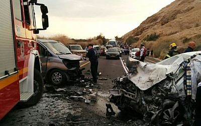 Deadly car crash on Road 60 leaves on man dead and five injured on December 29, 2016 (Magen David Adom)