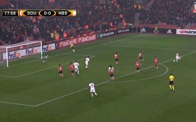 Hapoel Beersheba's Maor Buzaglo scores against Southampton in a UEFA Europa League match on December 9, 2016. Beersheba drew 1-1. (screen capture: UEFA)