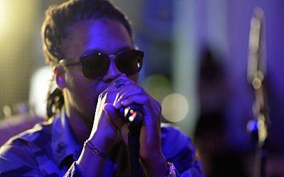 Lupe Fiasco performing at 'Born in Blue: Remixed and Reissued' exhibition opening in Los Angeles, Sept. 10, 2014. (Chris Weeks/Getty Images for Sonos)