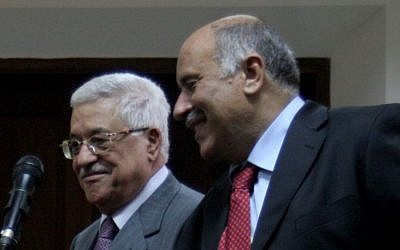 Jibril Rajoub (R) with Mahmoud Abbas (Issam Rimawi / Flash90)