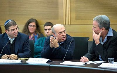 Head of the Jewish Agency Natan Sharansky addresses the Knesset's Lobby of Religion and State on December 27, 2016 at the Knesset. Seated to his left is head of ITIM Rabbi Seth Farber and to his left, lobby co-chair MK Elazar Stern. (Courtesy ITIM)