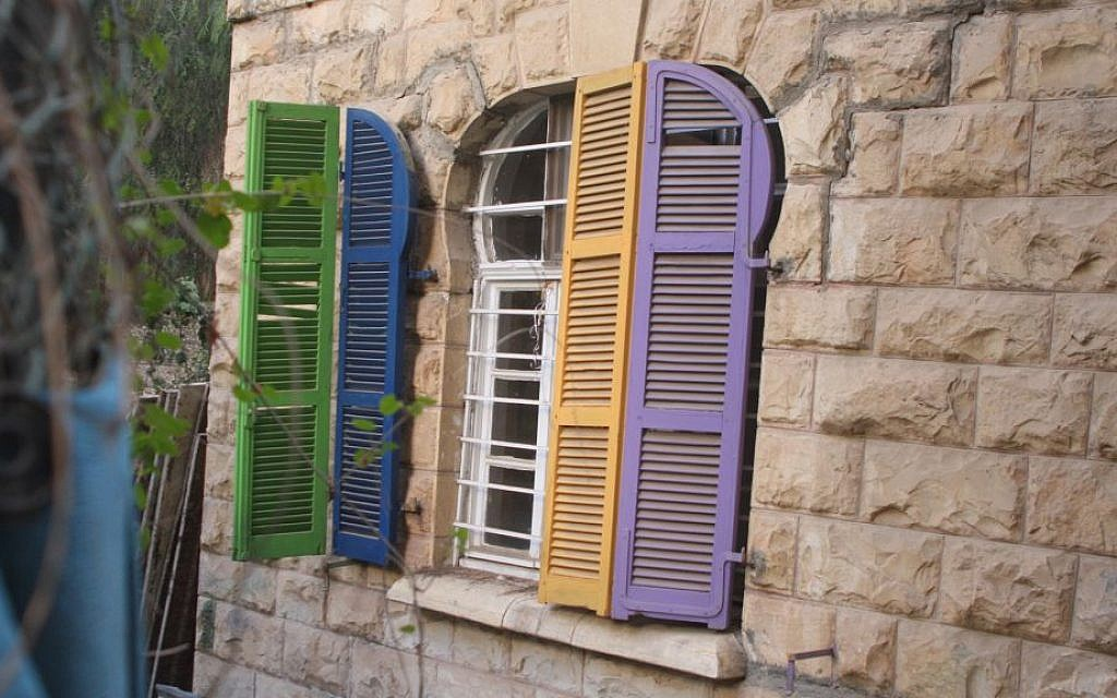 Colored shutters on an old home on Korei HaDorot street in Jerusalem's Talpiot neighborhood. (Shmuel Bar-Am)