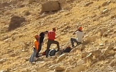 Rescue personnel at the scene of an accident in Nahal Tze'elim in the Negev on December 9, 2016, in which a university lecturer died trying to save his son as he fell from a cliff. (Arad Rescue Team via Channel 10)