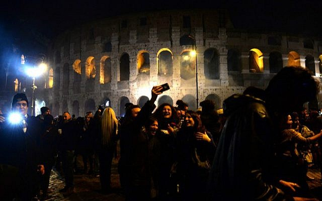 Revelers gather by the Colosseum in Rome to celebrate the New Year, December 31, 2016. (Filippo Monteforte/AFP)