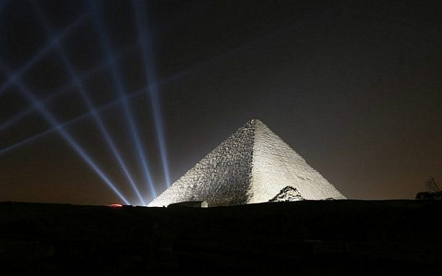 Lights shine on the pyramids during New Year's Day celebrations on the outskirts of Cairo, Egypt, January 1, 2017. (STR/AFP)