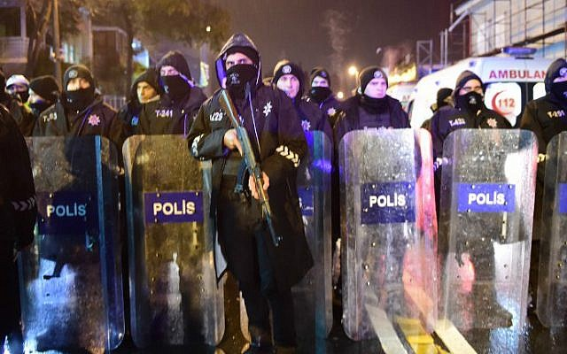 Turkish anti-riot police stand guard at the site of an armed attack on a nightclub on January 1, 2017 in Istanbul. (Yasin Akgul/AFP)