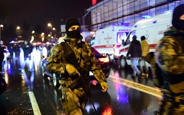 Turkish police special forces and ambulances at the site of an armed attack on a nightclub, January 1, 2017 in Istanbul. (Yasin Akgul/AFP)