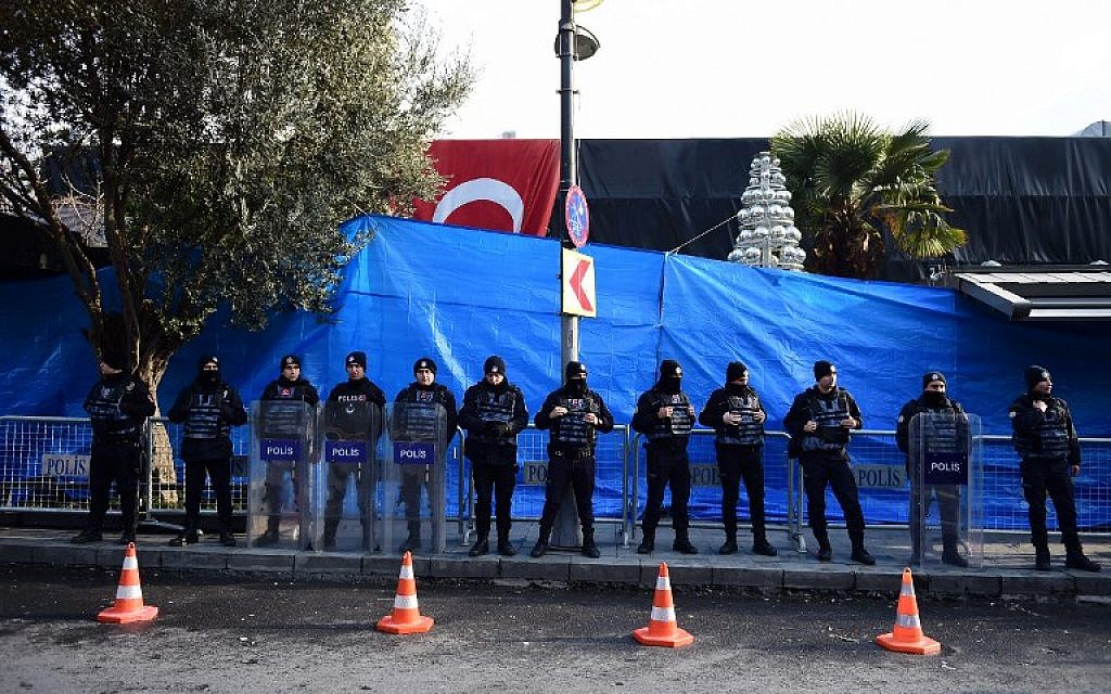 Turkish anti riot police officers in front of the Reina night club, one of Istanbul's most exclusive party spots, early on January 1, 2017 after at least one gunmen went on a shooting rampage in the nightclub during New Year's Eve celebrations.  (AFP/YASIN AKGUL)