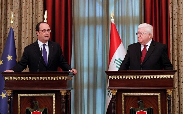 Iraqi President Fuad Masum, right and his French counterpart Francois Hollande give a press conference following their meeting in Baghdad, January 2, 2017. (AFP/Pool/Christophe Ena)