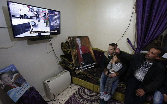 Yusri the father of Abdul Fatah al-Sharif watches on television the verdict of the trial of Israeli soldier Elor Azaria who killed their son, at their family home in the West Bank town of Hebron on January 4, 2017. AFP/HAZEM BADER)