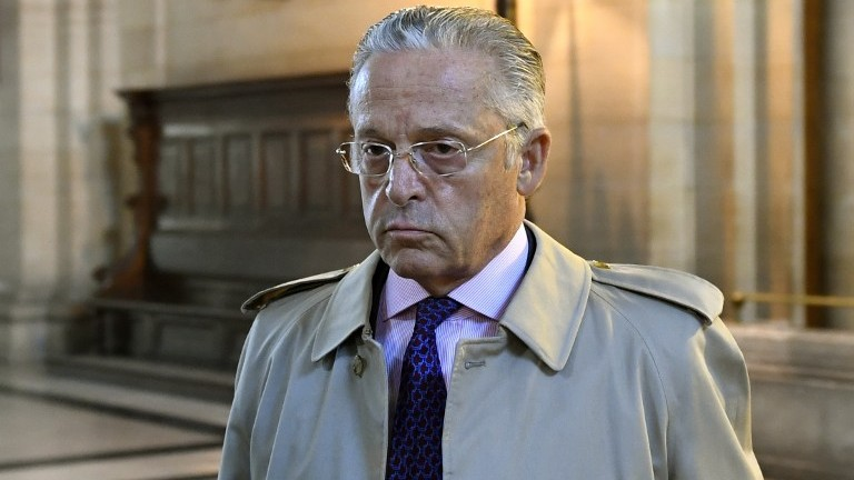 This file photo taken on September 22, 2016 shows French American art dealer Guy Wildenstein arriving for his trial over tax fraud at the courthouse in Paris. (AFP Photo/Eric Feferberg)