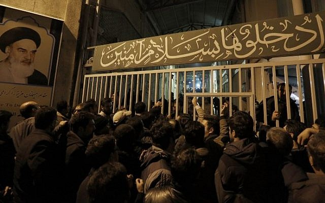 People arrive to mourn after the death of former Iranian president Akbar Hashemi Rafsanjani, at Jamaran mosque in Tehran, on January 8, 2017. (AFP PHOTO / ATTA KENARE)