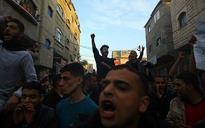 Palestinians chant slogans during a protest against the ongoing electricity crisis in Jabaliya refugee camp in the northern Gaza Strip on January 12, 2017. (AFP Photo/Mohammed Abed)