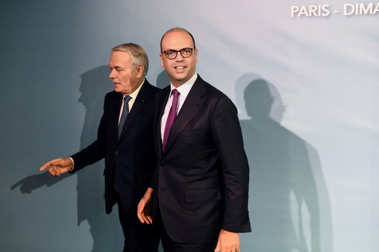 French Minister of Foreign Affairs Jean-Marc Ayrault (L) welcomes Italian Foreign Affairs minister Angelino Alfano arriving for the Mideast peace conference in Paris on January 15, 2017. (AFP PHOTO / POOL AND AFP PHOTO / bertrand GUAY)