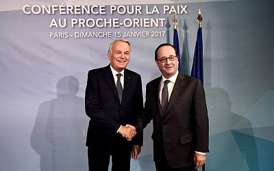 French Minister of Foreign Affairs Jean-Marc Ayrault (L) and French President Francois Hollande shake hands as they arrive for the Mideast peace conference in Paris on January 15, 2017.(AFP PHOTO / POOL AND AFP PHOTO / bertrand GUAY)