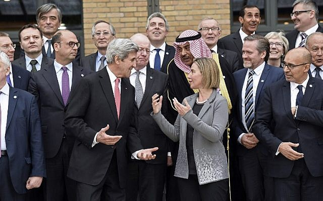 US Secretary of State John Kerry, left, speaks with European Union Foreign Policy Chief Federica Mogherini 2nd right, as they take part with other foreign ministers and representatives in a family picture during the Mideast peace conference in Paris on January 15, 2017. (AFP/ POOL/Bertrand GUAY)