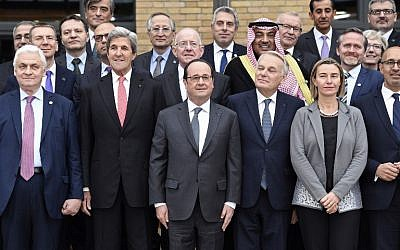 (First row From L) Russian Ambassador to France Alexander Orlov, US Secretary of State John Kerry, French President Francois Hollande, French Minister of Foreign Affairs Jean-Marc Ayrault, European Union Foreign Policy Chief Federica Mogherini, State Secretary for European Affairs Harlem Desir all pose for a picture during the Mideast peace conference in Paris on January 15, 2017. (AFP PHOTO / POOL / bertrand GUAY)