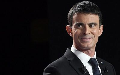 Former French prime minister Manuel Valls takes part in the second televised debate between the candidates for the French left's presidential primaries ahead of the 2017 presidential election, on January 15, 2017. (AFP Photo/Bertrand Guay)