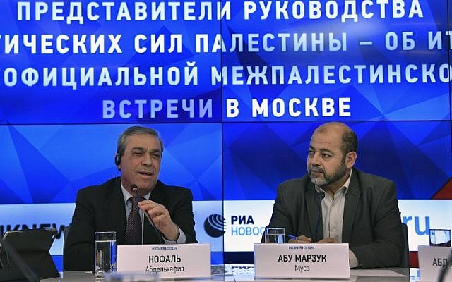 Palestinian Ambassador to Russia Abed al-Hafeez Nofal (L) and Hamas deputy leader Moussa Abu Marzouk hold a press conference in Moscow on January 17, 2017 (AFP PHOTO/Alexander NEMENOV)