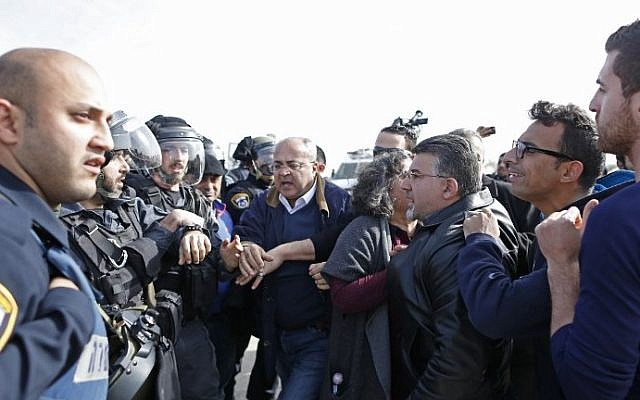 Israeli-Arab MKs Ahmad al-Tibi (C) and Yousef Jabareen (3rd-R) confront Israeli policemen during a demonstration in the unrecognized Bedouin village of Umm al-Hiran in the Negev desert,  on January 18, 2017. (AFP Photo/Ahmad Gharabli)