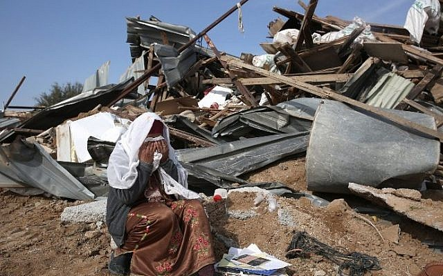 A Bedouin woman reacts to the destruction of houses on January 18, 2017 in the Bedouin village of Umm al-Hiran. (AFP PHOTO / MENAHEM KAHANA)
