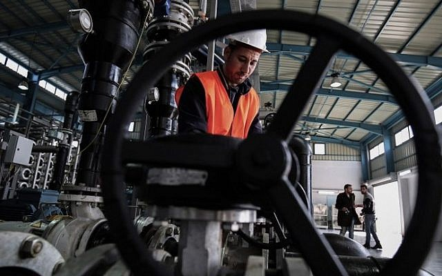 A Palestinian employee works at a desalination plant during the inauguration of the first phase of the project on January 19, 2017, in Deir el-Balah in central Gaza. (AFP/SAID KHATIB)
