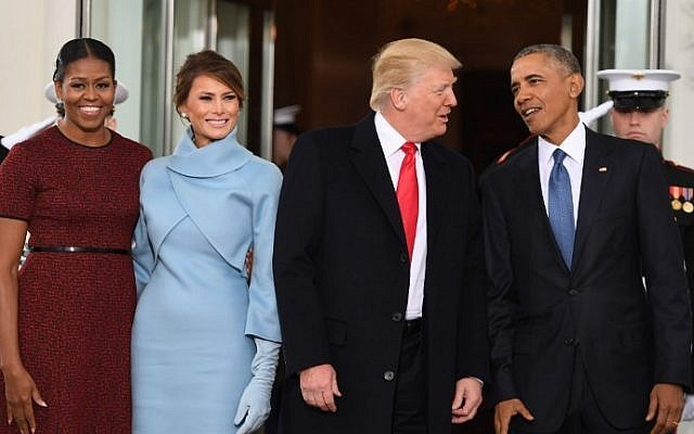 US President Barack Obama (R) and First Lady Michelle Obama (L) welcome Preisdent-elect Donald Trump (2nd-R) and his wife Melania to the White House in Washington, DC January 20, 2017.  (AFP PHOTO / JIM WATSON)