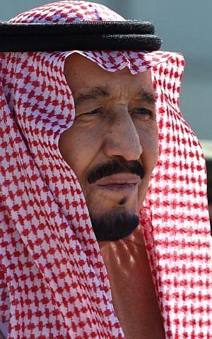 Saudi King Salman bin Abdulaziz attends a ceremony marking the 50th anniversary of the creation of the King Faisal Air Academy at King Salman airbase in Riyadh on January 25, 2017. (AFP/ FAYEZ NURELDINE)