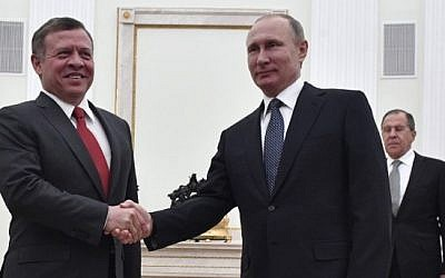 Russian President Vladimir Putin (R) shakes hands with King Abdullah II of Jordan during a meeting at the Kremlin in Moscow on January 25, 2017.  (AFP/Pool/Alexander Nemenov)