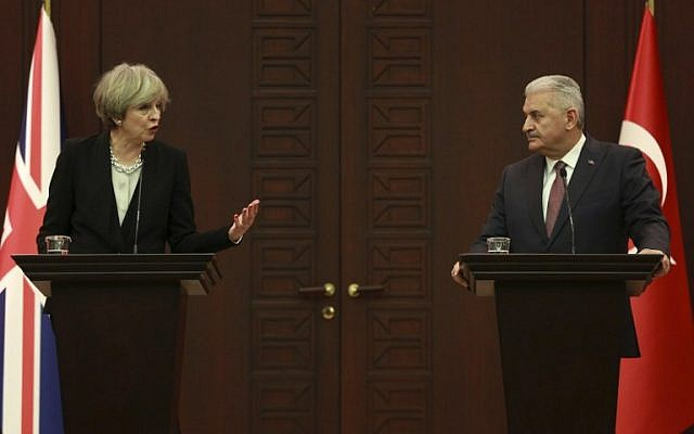 British Prime Minister Theresa May, left, speaks during a joint press conference with Turkey's Prime Minister Binali Yildirim in Ankara on January 28, 2017. (AFP/ Adem ALTAN)