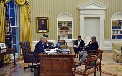US President Donald Trump speaks on the phone with Australia's Prime Minister Malcolm Turnbull, alongside Chief Strategist Steve Bannon (R) and National Security Advisor Michael Flynn, from the Oval Office of the White House on January 28, 2017, in Washington, DC. (AFP/Mandel Ngan)