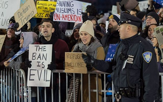 Protesters gather at JFK International Airport against Donald Trump's executive order on January 28, 2017 in New York. (AFP PHOTO / Bryan R. Smith)