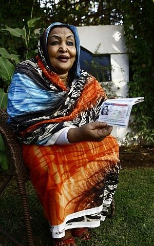Sudanese citizen Fatima Abul Qasim Gash shows her US visa in her passport during an interview with AFP in Khartoum on January 29, 2017 after she was turned back at Doha airport after US President Donald Trump signed a sweeping executive order to suspend refugee arrivals and impose tough controls on travelers from Iran, Iraq, Libya, Somalia, Sudan, Syria and Yemen, speaks during an interview with AFP in Khartoum on January 29, 2017. (AFP PHOTO / ASHRAF SHAZLY)