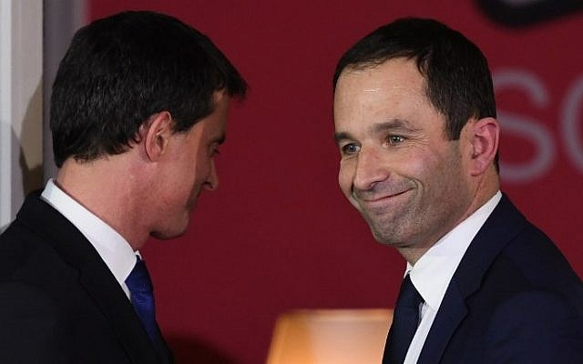 Winner of the right-wing primaries ahead of France's 2017 presidential elections Benoit Hamon (R) smiles next to defeated candidate Manuel Valls (L) following the announcement of the results of the second round of the left primaries ahead of France's 2017 presidential elections, at the Solferino Party Socialist's headquarters  in Paris on January 29, 2017. (AFP PHOTO / Eric FEFERBERG)