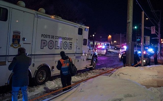 Canadian police officers respond to a shooting in a mosque at the Québec City Islamic cultural center on Sainte-Foy Street in Quebec city on January 29, 2017. (AFP/ Alice Chiche)