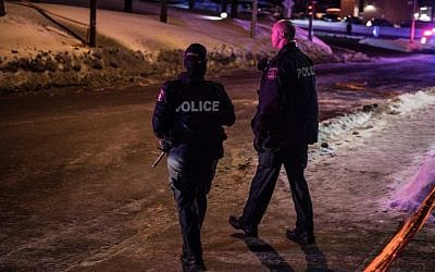 Canadian police officers patrol after a shooting in a mosque at the Québec City Islamic cultural center on Sainte-Foy Street in Quebec city on January 29, 2017. (AFP PHOTO / Alice Chiche)