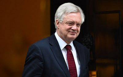 British Secretary of State for Exiting the European Union (Brexit Minister) David Davis leaves the weekly meeting of the cabinet at 10 Downing Street in central London on January 31, 2017. (AFP PHOTO / Glyn KIRK)