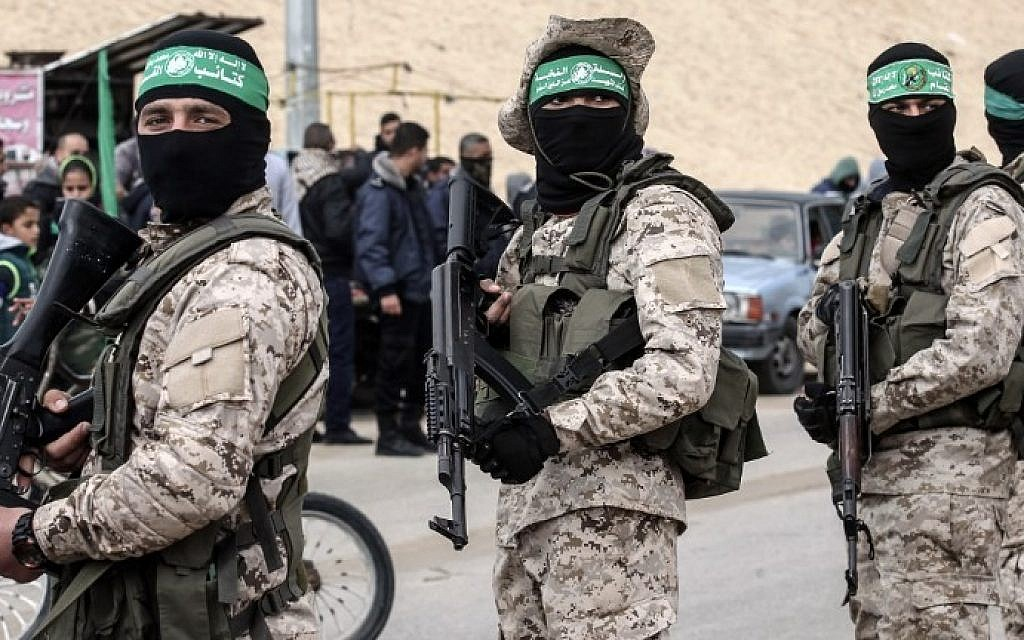 Members of the Izz ad-Din al-Qassam Brigades, the Hamas military wing, attend a memorial for Mohamed Zouari in the southern Gaza Strip town of Rafah on January 31, 2017, (AFP Photo/Said Khatib)