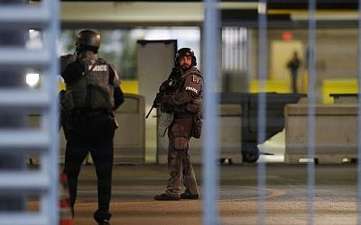 First responders secure the area outside the Fort Lauderdale-Hollywood International airport after a shooting took place near the baggage claim on January 6, 2017 (Joe Raedle/Getty Images/AFP)