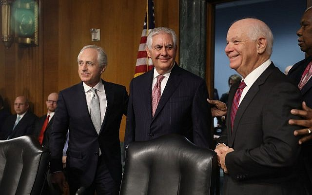 Rex Tillerson, center, arrives for questioning in his confirmation hearing for Secretary of State in the Dirksen Senate Office Building on January 11, 2017 in Washington, DC. ( Joe Raedle/Getty Images/AFP)