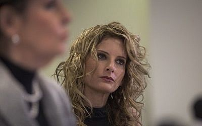 Summer Zervos attends a press conference with attorney Gloria Allred (L) to announce their defamation lawsuit against President-elect Donald Trump on January 17, 2017 in Los Angeles, California. (David McNew/Getty Images/AFP)