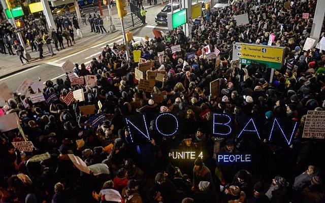 Protestors rally during a demonstration against the Muslim immigration ban at John F. Kennedy International Airport, in New York City, January 28, 2017. (Stephanie Keith/Getty Images/AFP)